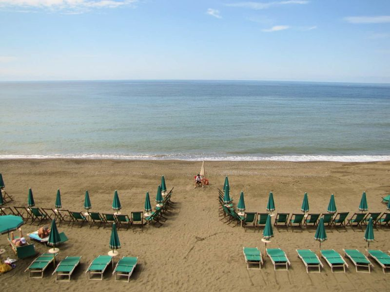 A quiet Levanto beach