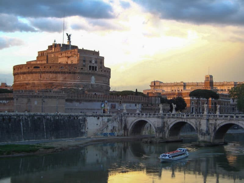 The sun sets on the River Tiber, Rome