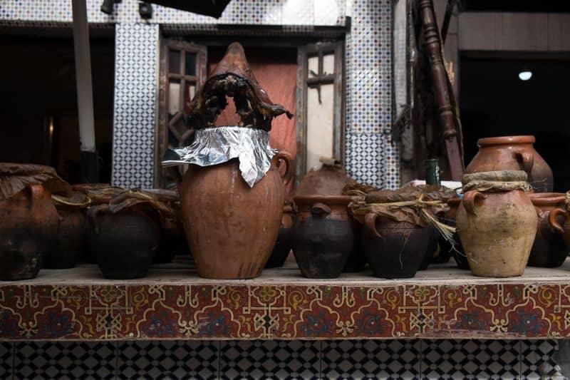 Sheeps heads stacked on mechoui pots