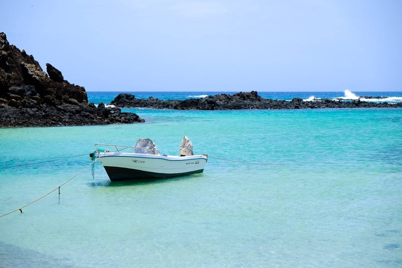Turquoise waters in Isla de Lobos | An Unspoilt Guide to Fuerteventura | The Mediterranean Traveller