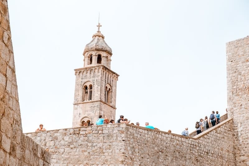 Crowds walking the city walls in Dubrovnik