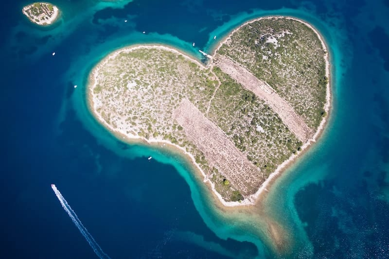 heart-shaped Galesnjak from the air